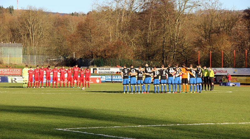 Vor dem Spiel gab es eine Gedenkminute an die Opfer des Flugzeugabsturzes in Kolumbien. (Foto: Hell)