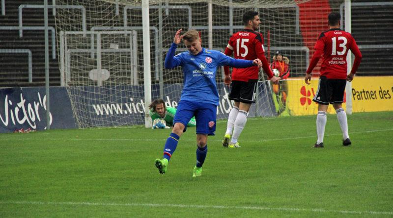 Der Mainzer Benjamin Trümner ärgert sich über eine weitere vergebene Chance (Foto: Hell)