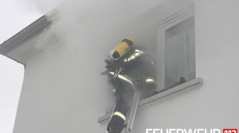 Für den Ernstfall gerüstet: Es wurde angenommen, das Pfarrheim in Werbeln brenne (Foto: FFW VKL)