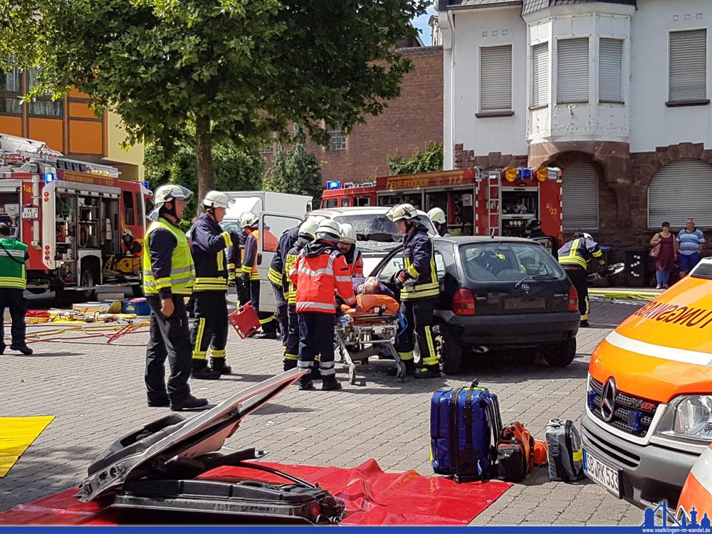 Unfallübung der Feuerwehr Völklingen (Foto: Hell)