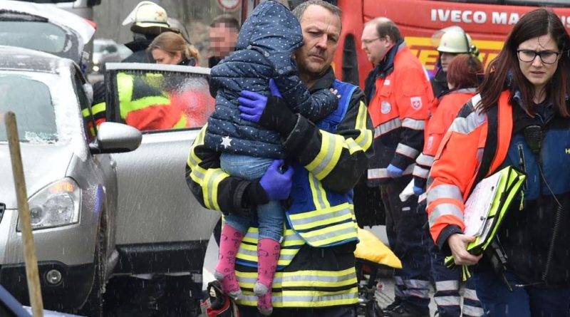 Drei Menschen wurden verletzt, darunter ein kleines Mädchen (2). (Foto: Avenia)