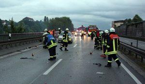 Nach dem Unfall hatte die Feuerwehr einiges zu tun (Foto: Feuerwehr Völklingen)