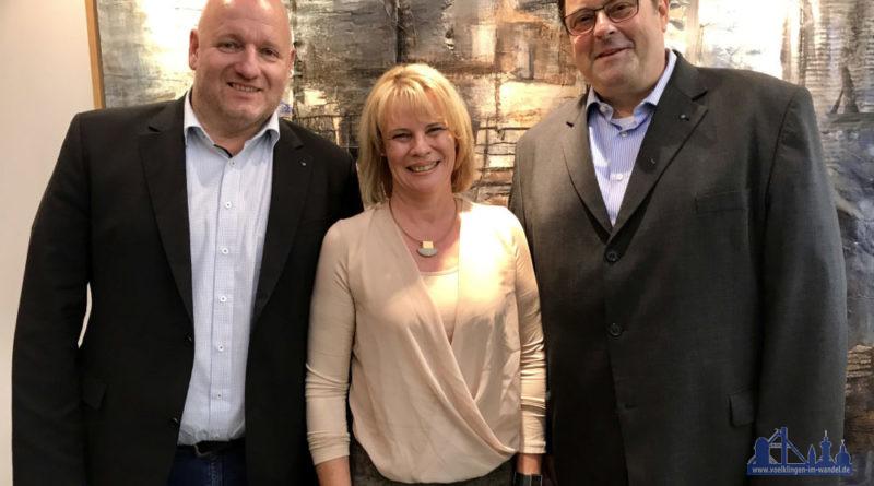 VHS-Direktor Karl-Heinz Schäffner wurde von Oberbürgermeisterin Christiane Blatt und Bürgermeister Christof Sellen in den Ruhestand verabschiedet (Foto: LH)