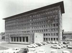 Das neue Verwaltungsgebäude. Fertiggestellt 1973. (Quelle: Saarstahl AG)
