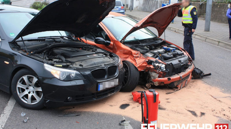 Die beschädigten Fahrzeuge (Foto: Freiwillige Feuerwehr Völklingen)