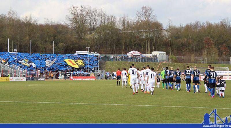 Foto vom Rückspiel der vergangenen Saison: Choro bei den Fans aus Mannheim beim Einlauf der Mannschaften (Foto: Hell)
