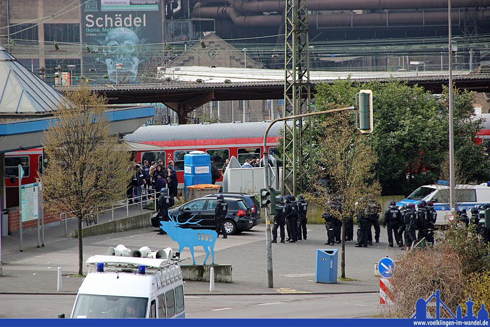 Viel Polizei wird die Fans von Waldhof Mannheim genau wie vergangenes Jahr  der Gäste auch an diesem Samstag in Empfang nehmen (Archiv-Foto: Hell)