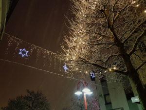 Die Weihnachtsbeleuchtung in der Poststraße (Foto: Hell)