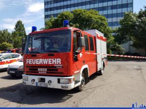 Ein Feuerwehrfahrzeug mit Essener Kennzeichen? Ja: Es handelt sich um ein Fahrzeug der Fenner Werkfeuerwehr, das auf den Betreiber des Kraftwerks angemeldet ist (Foto: Hell)