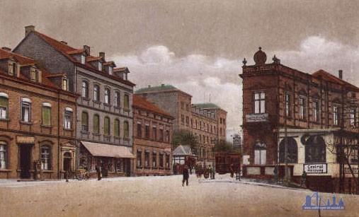 Als die Rathausstraße noch Wilhemstraße hieß. Das Foto ist von 1900 und blickt vom Bahnhof in Richtung Rathaus.