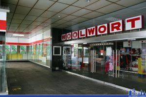 Der Eingangsbereich des Woolworth Völklingen (Foto: Hell)