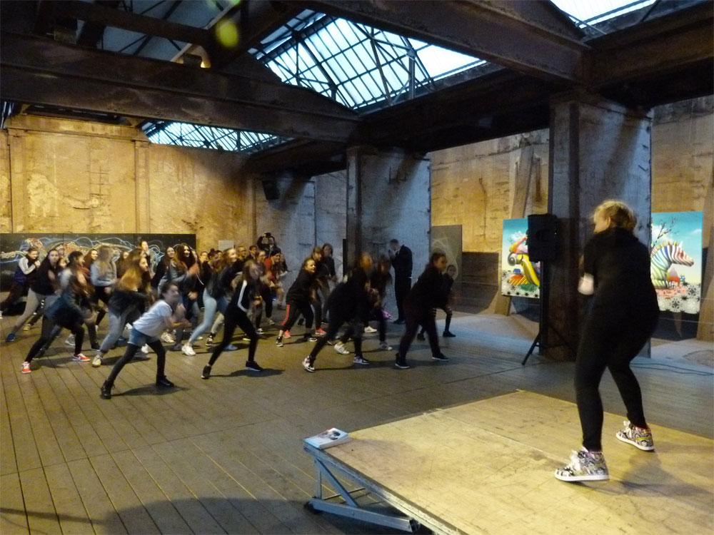 """Der Workshop """"Hip-Hop-Tanz"""" in der """"4. UrbanArt Biennale® 2017"""" des Weltkulturerbes Völklinger Hütte, in Kooperation mit der Tanzschule Bootz-Ohlmann, Saarbrücken Copyright: Weltkulturerbe Völklinger Hütte/Karl Heinrich Veith"""