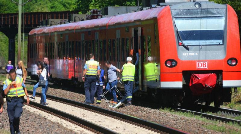 Nach einer Stunde konnten die Passagiere und das Personal aus dem Zug evakuiert werden (Foto: Avenia)