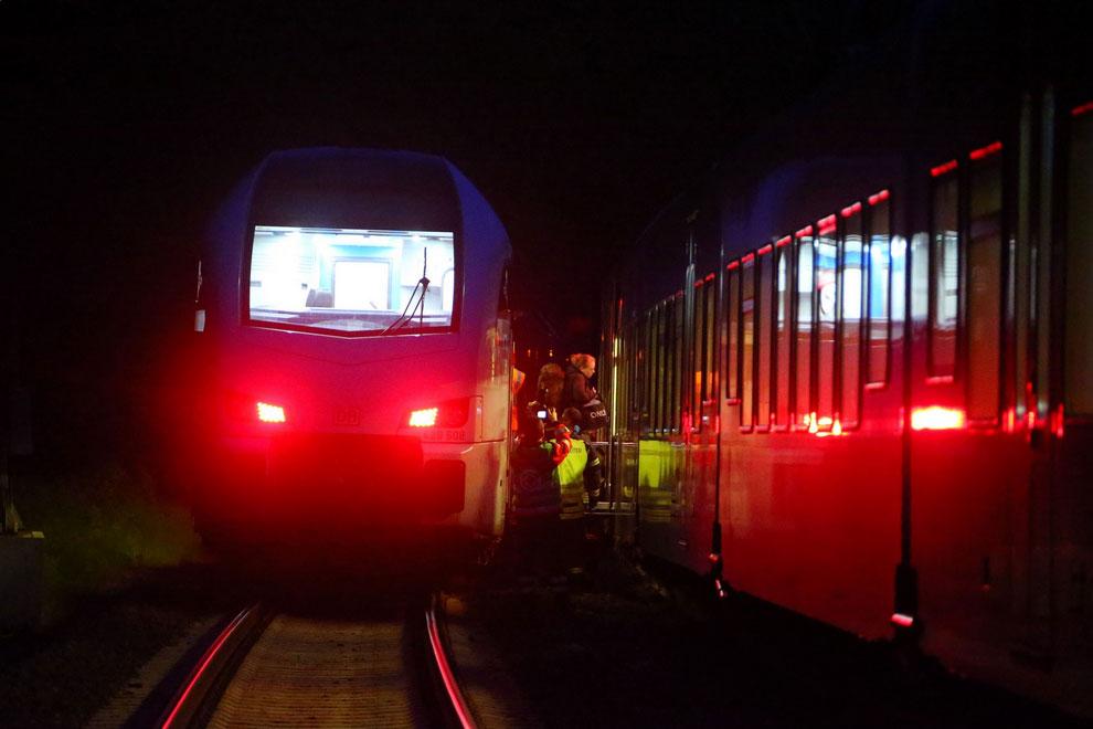 Es mussten rund 200 Personen den Zug wechseln (Foto: Avenia)